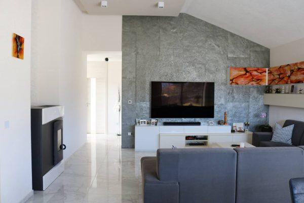Obývačka s kuchyňou, Jasenie